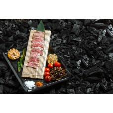 Кобе ішіякі зі спаржею, грибами та помідорами-гриль