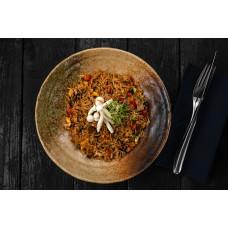 Рис смажений з яйцем, овочами і грибами шіїтаке